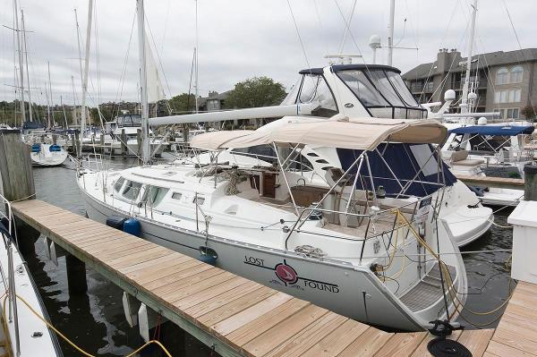 Jeanneau Sun Odyssey 43 DS Port Side