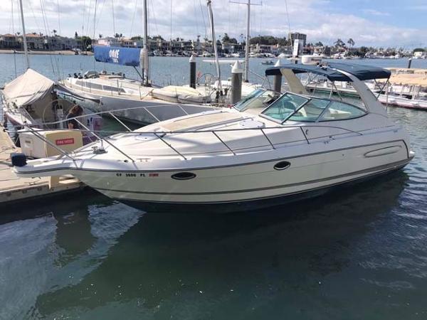 Maxum 3300 SE Docked