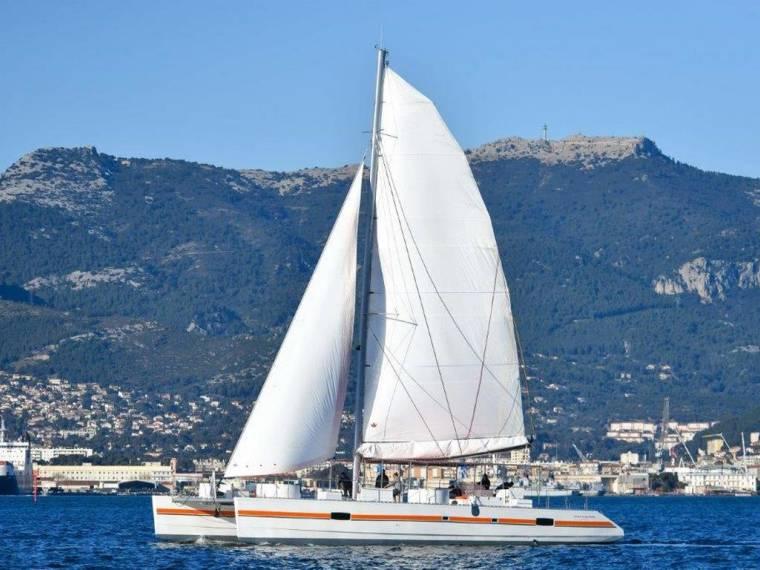 Catamaran day charter 120 px nuevo no paga iva
