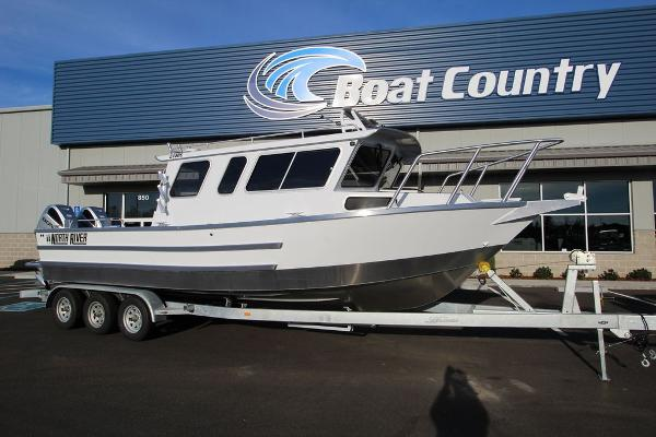 North River Seahawk Offshore 2700