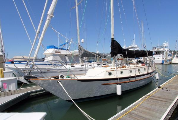 Pacific Seacraft 37 Cutter Rig
