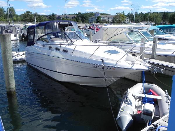 Regal 2765 Commodore Starboard bow