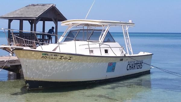 Luhrs 30 Alura Classic design wears well.