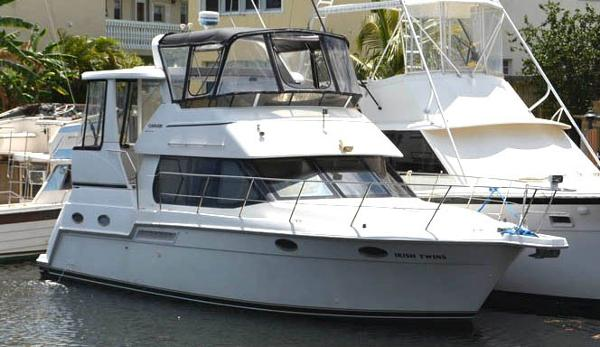 Carver 356 Aft Cabin Motor Yacht Port view