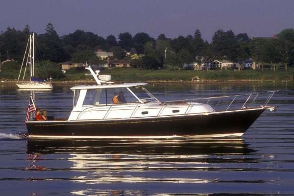 Hunt Yachts 36 Hardtop Sedan Twinjet Express LIBERTY