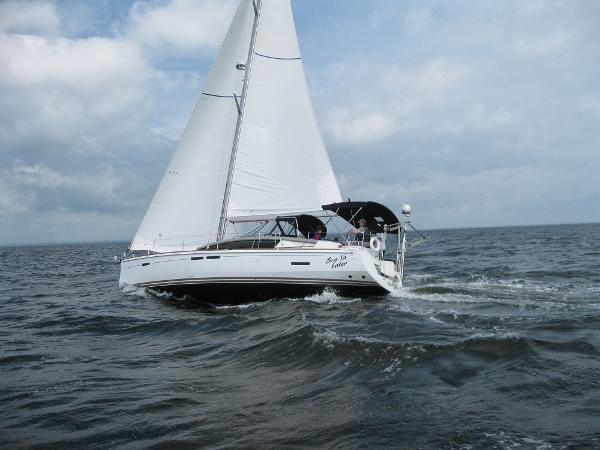 Jeanneau 44 DS Sun Odyssey 44' Jeanneau underway port profile