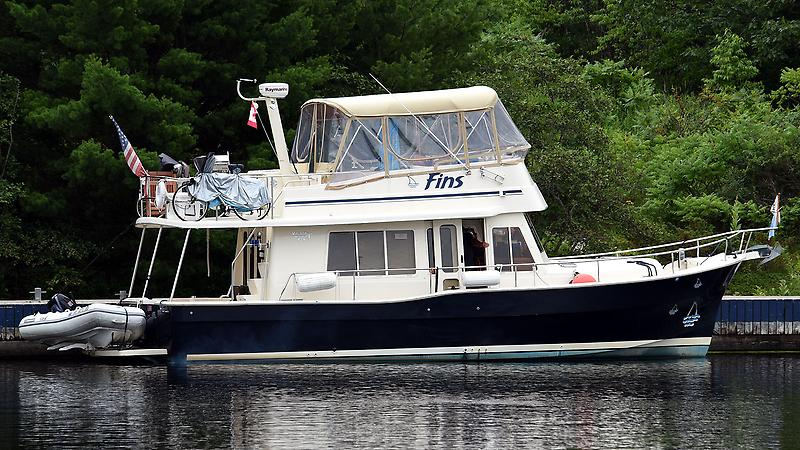 Mainship 400 Trawler Starboard Profile On the Loop