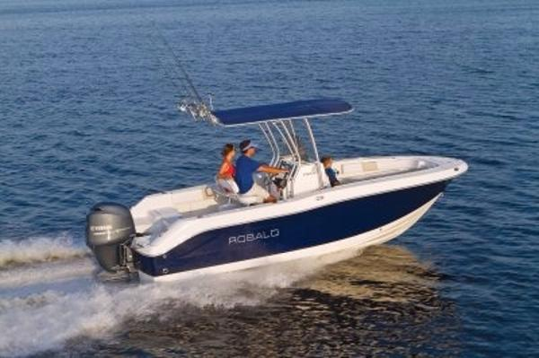 Robalo R200 Center Console 2017 Manufacturer Provided Image