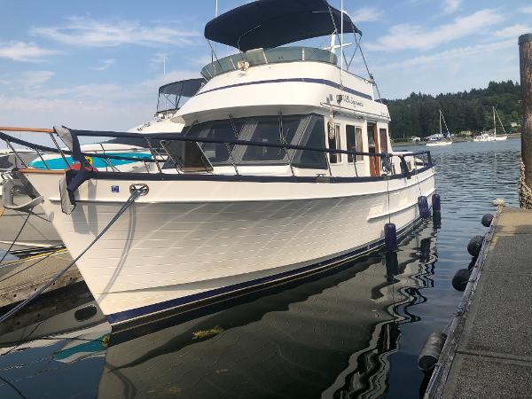Ocean Alexander 38' Double Cabin