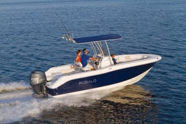 Robalo R200 Center Console 2017 Manufacturer Provide Image-SISTERSHIP