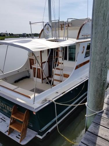 Wilbur 38 Flybridge Cruiser