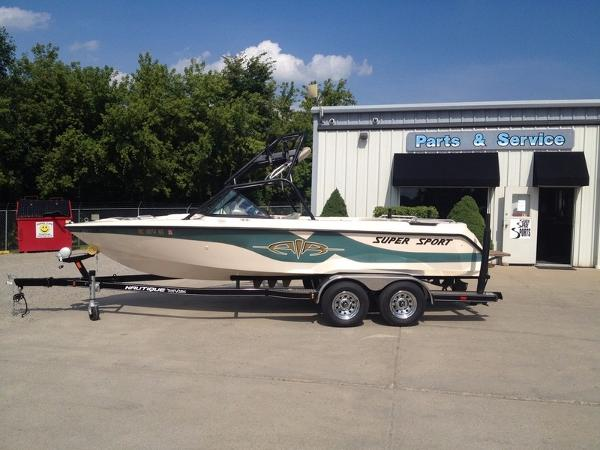 Correct Craft Nautique Super Sport 210 Open Bow