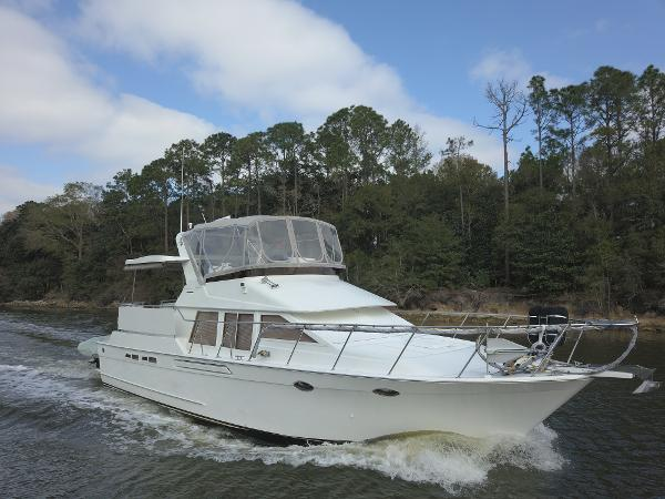 Ocean Alexander 440 Sundeck Cockpit Motoryacht