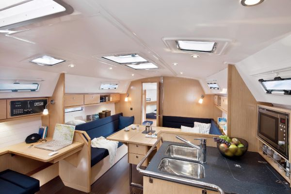 Bavaria 36 Cruiser Interior