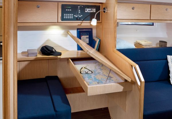 Bavaria 36 Cruiser Chart Table