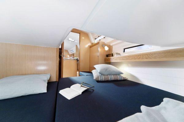 Bavaria 36 Cruiser Cabin