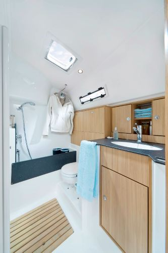 Bavaria 36 Cruiser Head