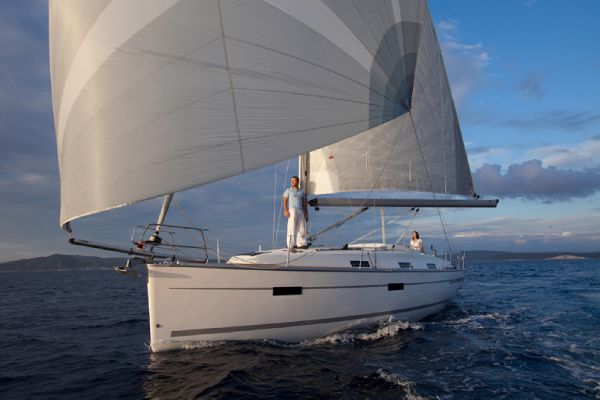 Bavaria 36 Cruiser Sailing