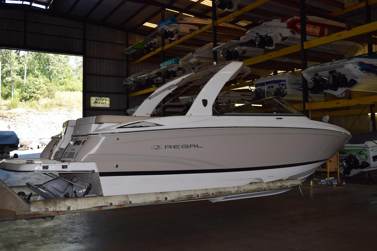 Regal Bowrider 2700 ES