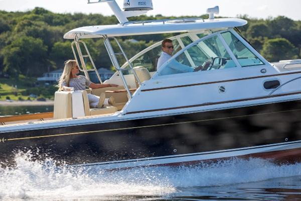 Hunt Yachts Surfhunter 32