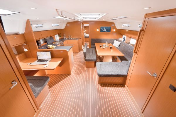 Bavaria 50 Cruiser Interior