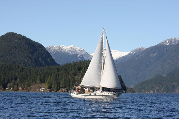Pacific Seacraft Crealock 37