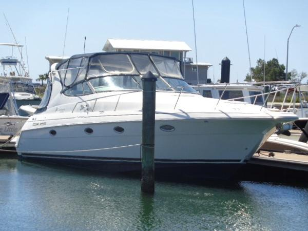 Cruisers Yachts 3375 Express Doumo exterior profile at dock