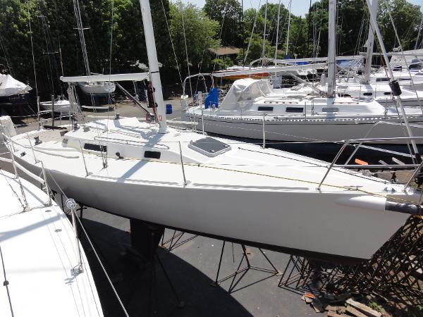 J Boats J/105 Profile 1