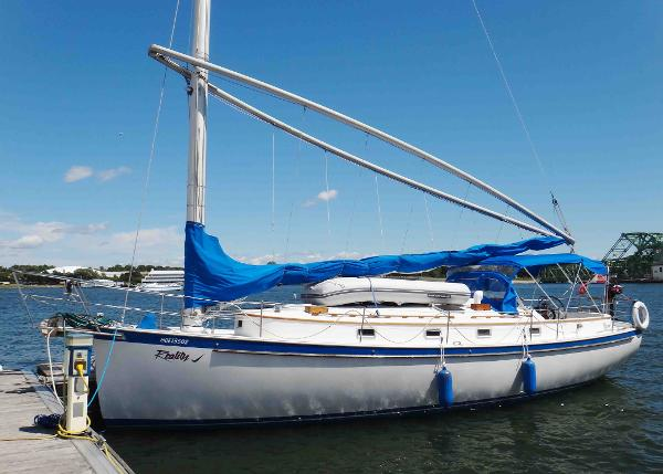 Nonsuch 36 At the Dock