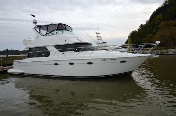 CARVER YACHTS 450 Voyager Starboard Side