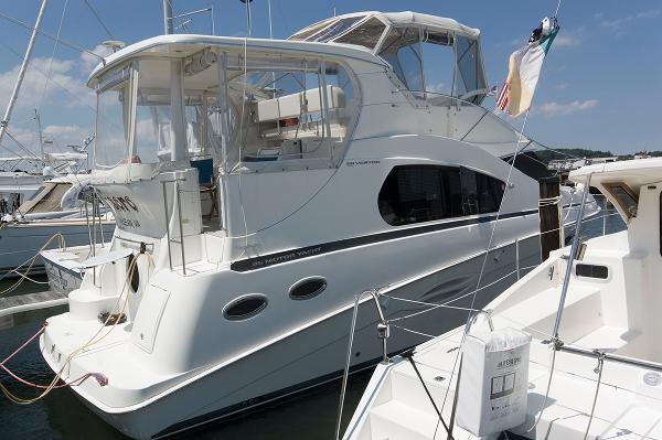 Silverton 35 Motor Yacht Starboard Side