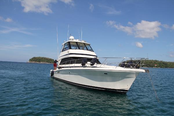 Riviera 48 Enclosed Flybridge