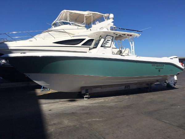 Everglades Boats 325 Center Console Everglades 325 CC