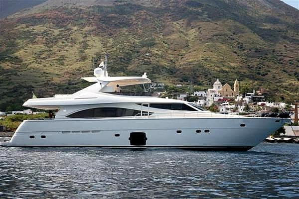 Ferretti Yachts 830 HT