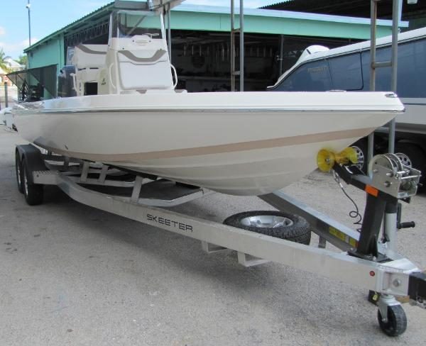 Skeeter SX230 Full View