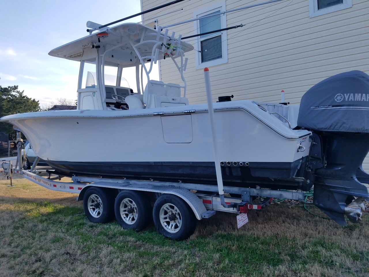 Sea Hunt Gamefish 30 2014 Sea Hunt 30 Gamefish, port side, NOTE the Dive Door