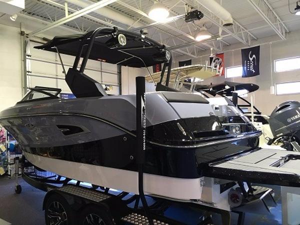 Sea Ray SLW 230