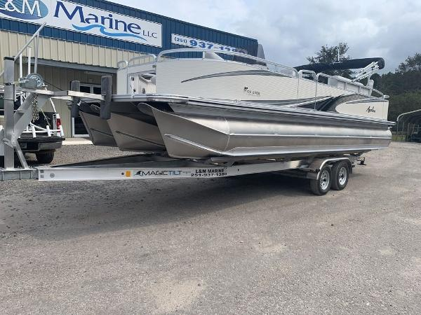 Avalon GS CENTER CONSOLE FISH 23'