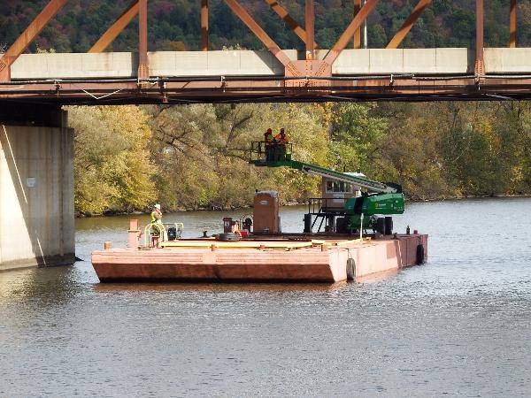 Commercial 100' x 34' x 7' Barge Charter