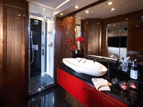 Sunseeker Predator 84 Bathroom
