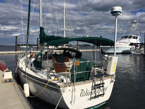 Endeavour 33 Sloop Port Stern