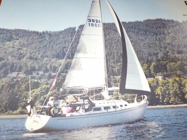 Ranger sloop 33 Under Sail