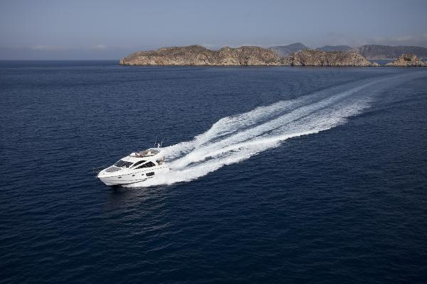 Sunseeker Mahattan 53 Running Shot