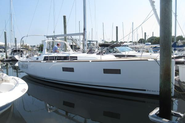 Beneteau Oceanis 38 Beneteau 38 Avanti Hull profile stbd
