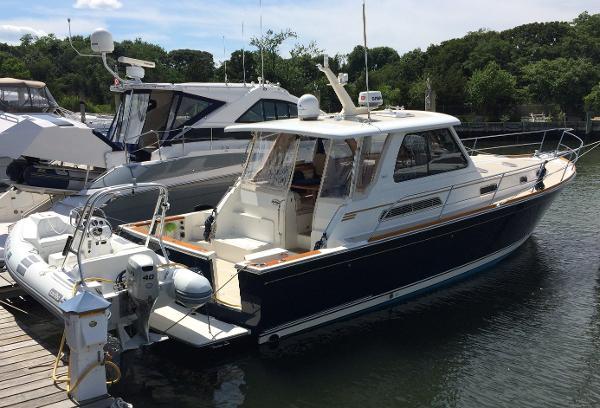 Sabre 42 Express Starboard Side