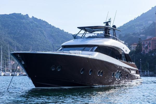 Monte Carlo Yachts Montecarlo 76 IMG_2680