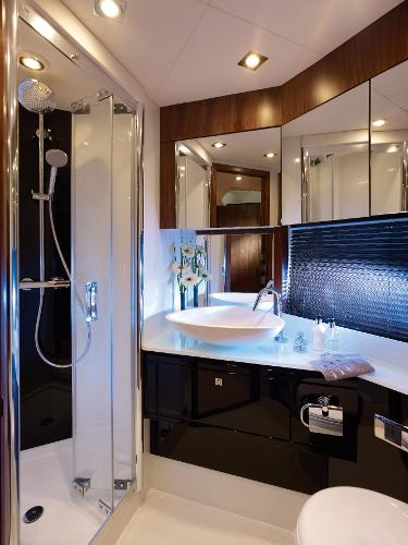 Sunseeker Predator 64 Bathroom