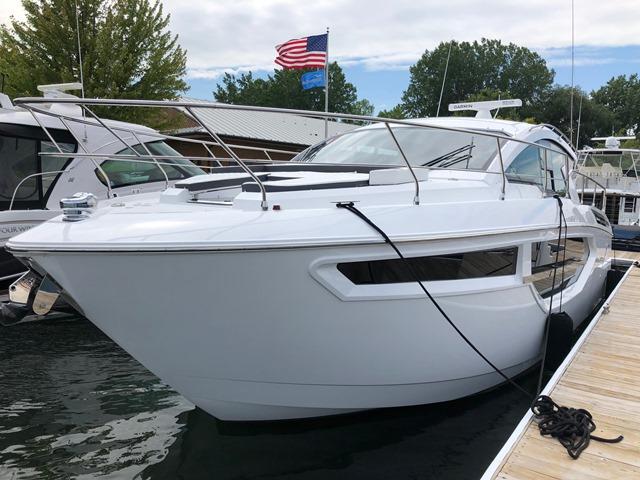Cruisers Yachts 42CANTIUS