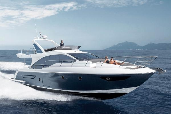 Azimut flybridge 50 Azimut Flybridge 50 - Brochure running shot 1