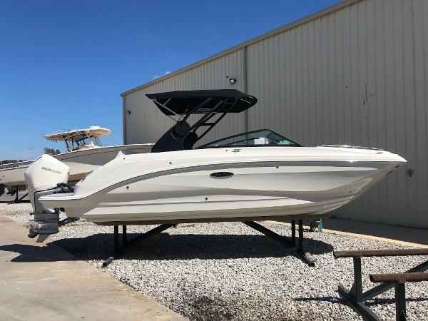 Sea Ray SDX 250 Outboard